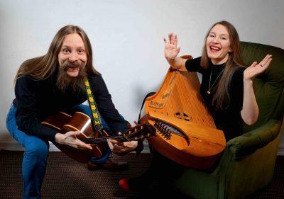Aino ja Miihkali, kantele ja kitara